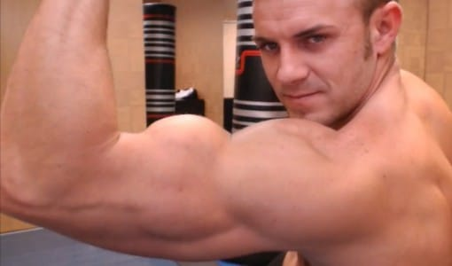 Muscle Cam Guy Showing Off His Sexy Body