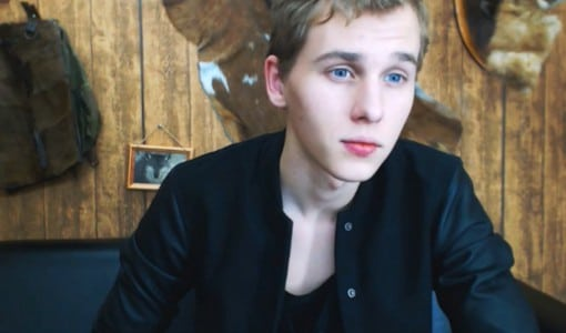 Cute Live Gay Cam Boy Getting Naked